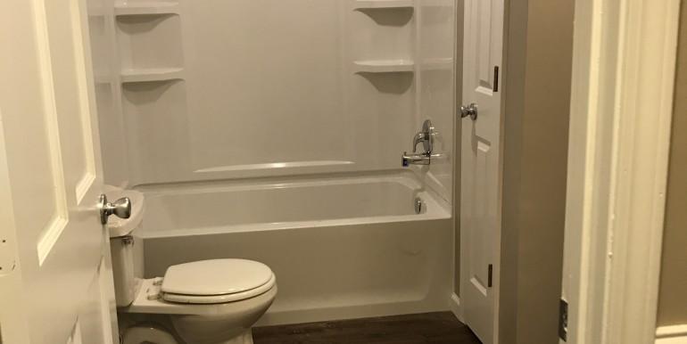 856 E Hwy 47 Hall Bath