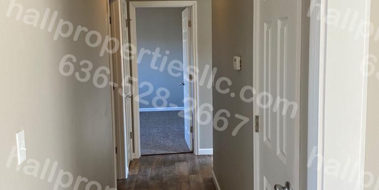 833 Sommerset Hallway